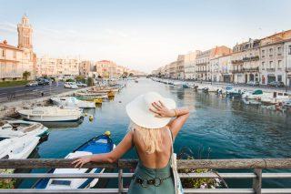 Pour découvrir la ville de Sète, rien ne remplace une visite des canaux en bateau 😍👍  📍⠀Sète 🧐⠀Départs réguliers de 11h à 17h en juillet et août, au milieu du Quai Général Durand Canauxrama - Sète Croisières - 04 67 46 00 46 – setecroisieres.com 📷⠀© DR  #journaldesplages #media #hebdogratuit #littoral #suddelafrance #southoffrance #suddefrance #occitanie #mer #plage #hérault #gard #aude #pyrénéesorientales #vacances #loisir #été #summer #découverte #tourisme #balades #occitanietourisme #tourismeoccitanie #trip #sète #canaux #boat
