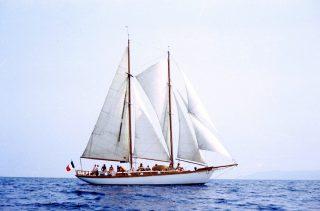 Éric Vois vous emmène sur le Limnoreia, son magnifique voilier ⛵ pour des sorties en mer. L'histoire de cette goélette s'avère fascinante. Né en 1929 à Fécamp, le Limnoreia, vieux gréement tout en bois, est aujourd'hui l'un des plus anciens voiliers français en état de naviguer.   💻⠀Pour lire l'article dans son intégralité : www.journaldesplages.fr (lien dans la bio) 📍⠀Port-Leucate - @leucatetourisme  🧐⠀Départ tous les jours à 11h et à 15h30. 1 quai Éric-Tabarly à Port-Leucate. 28 €, 20 € pour les 4-11 ans et 12 € pour les – de 4 ans. Durée : 1h45. Réservation : 06 20 60 43 72 et limnoreia.com 📷⠀© le Limnoreia  #journaldesplages #media #hebdogratuit #littoral #suddelafrance #southoffrance #suddefrance #occitanie #mer #plage #hérault #gard #aude #pyrénéesorientales #vacances #loisir #été #summer #découverte #tourisme #balades #occitanietourisme #tourismeoccitanie #trip #balade #miami